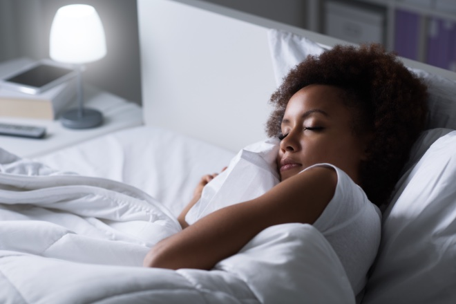 Discover the 5 benefits of sleeping in the dark!